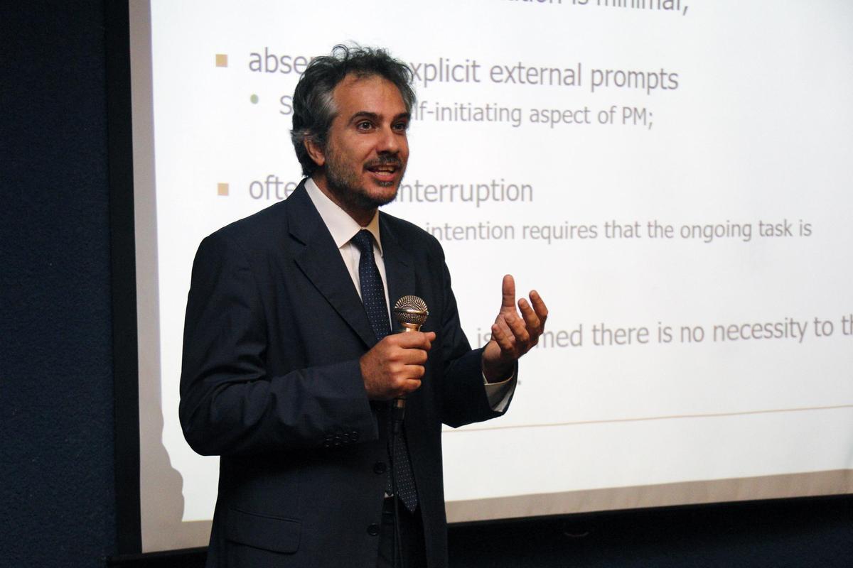 """Experto internacional en neurociencias cognitivas analizó en el Maule """"la memoria del futuro"""""""