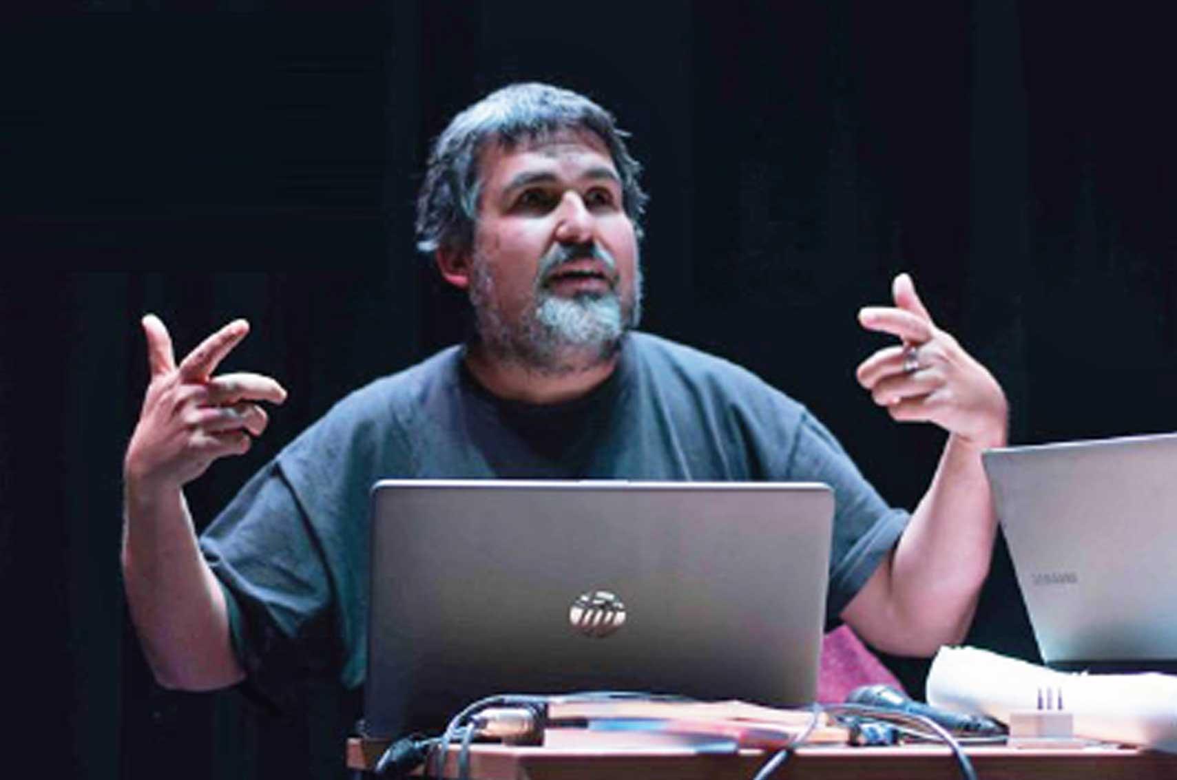 """Sociólogo Darío Quiroga: """"En tiempos de crisis, de cambio acelerado, la sociología es un mal necesario"""""""