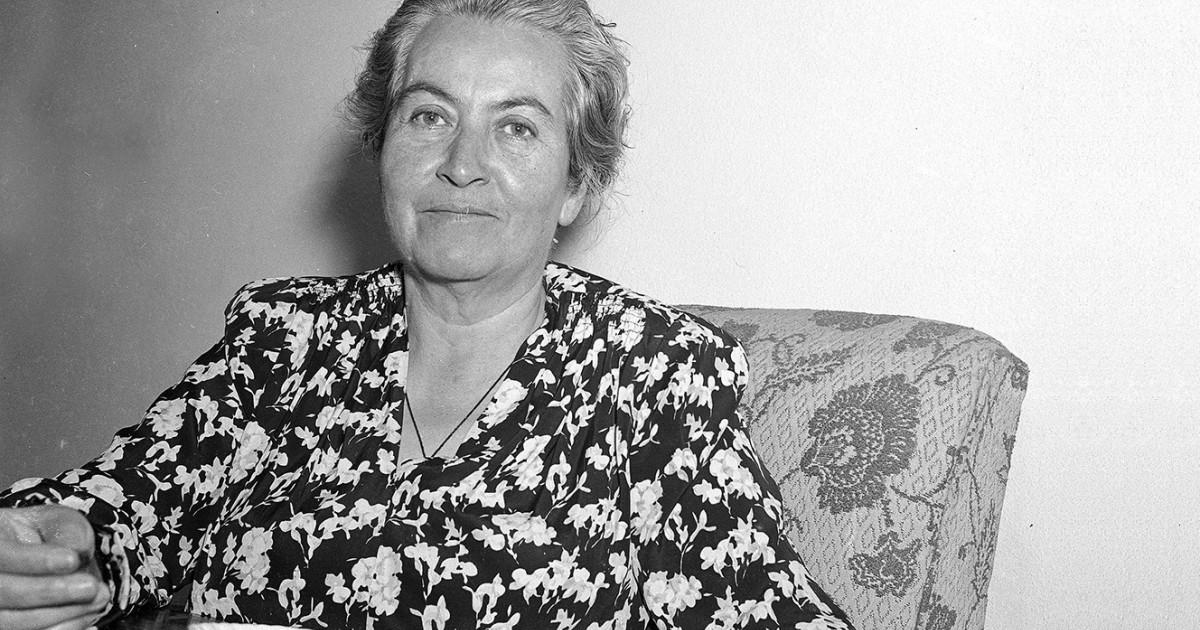 Sistema de Bibliotecas invita a conocer más sobre Gabriela Mistral