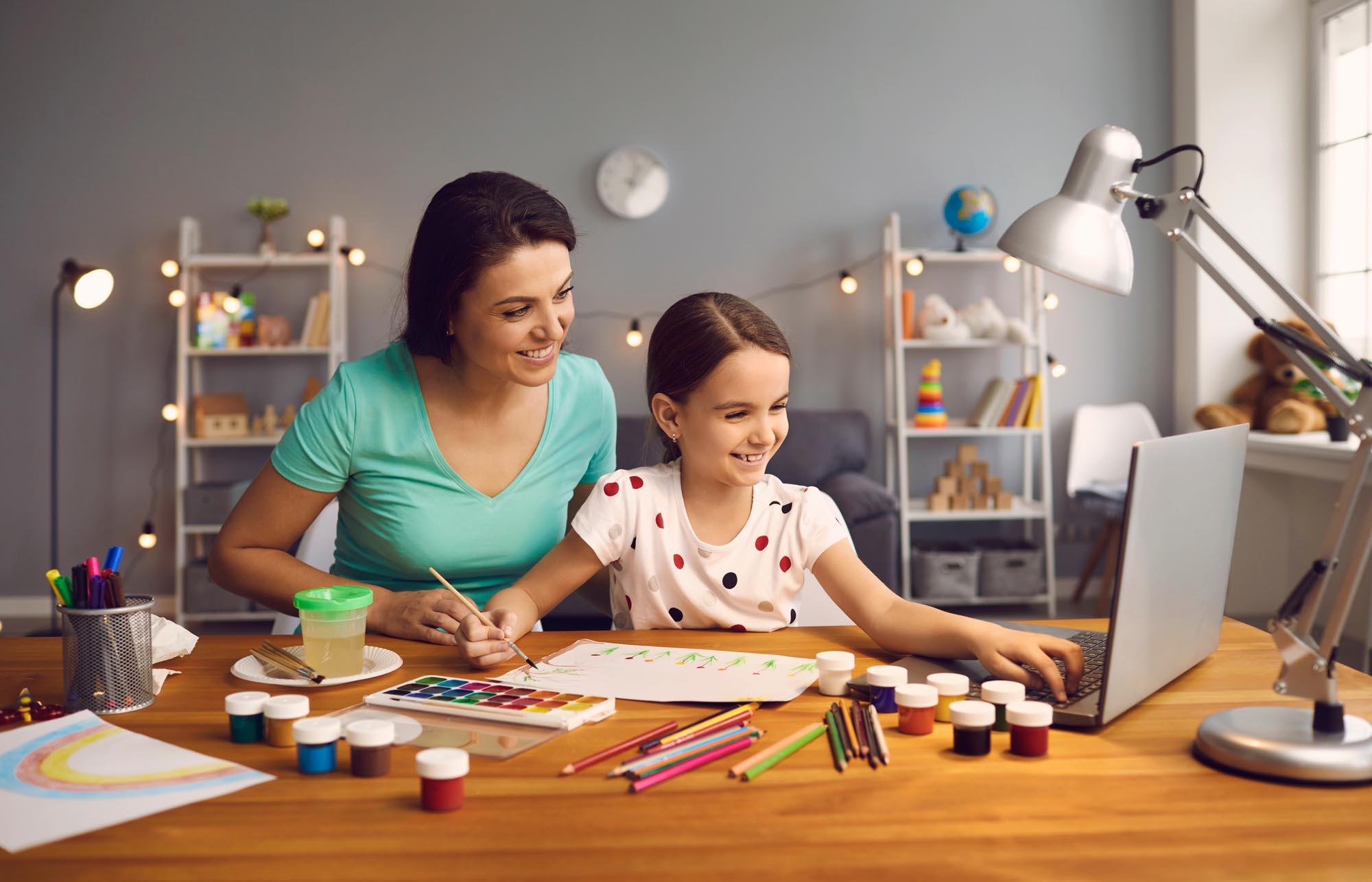 ¿Qué rol deben cumplir los padres durante las clases online?