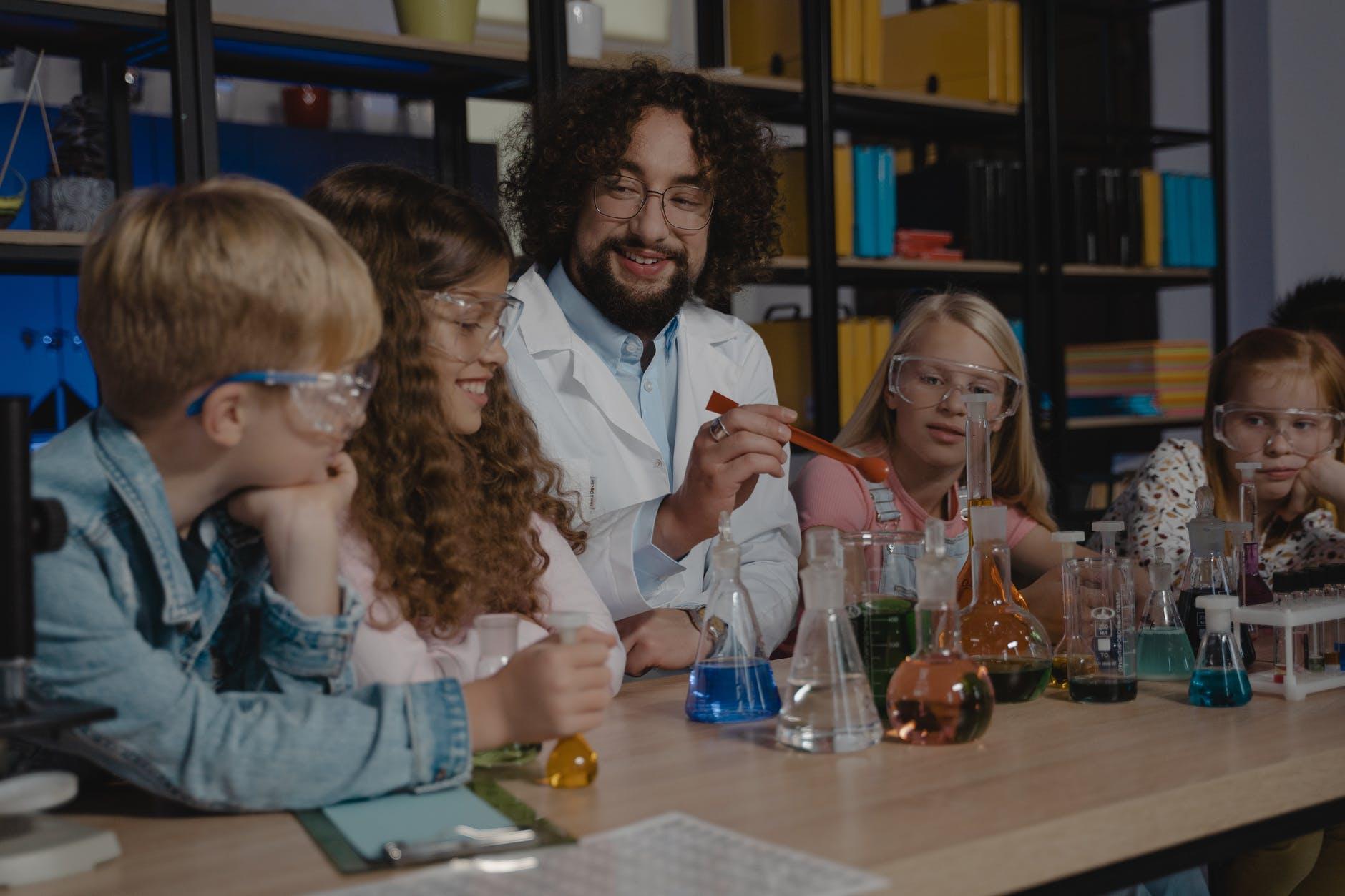 Académicos destacan la metodología de Aprendizaje Basado en Proyectos para una mejor educación