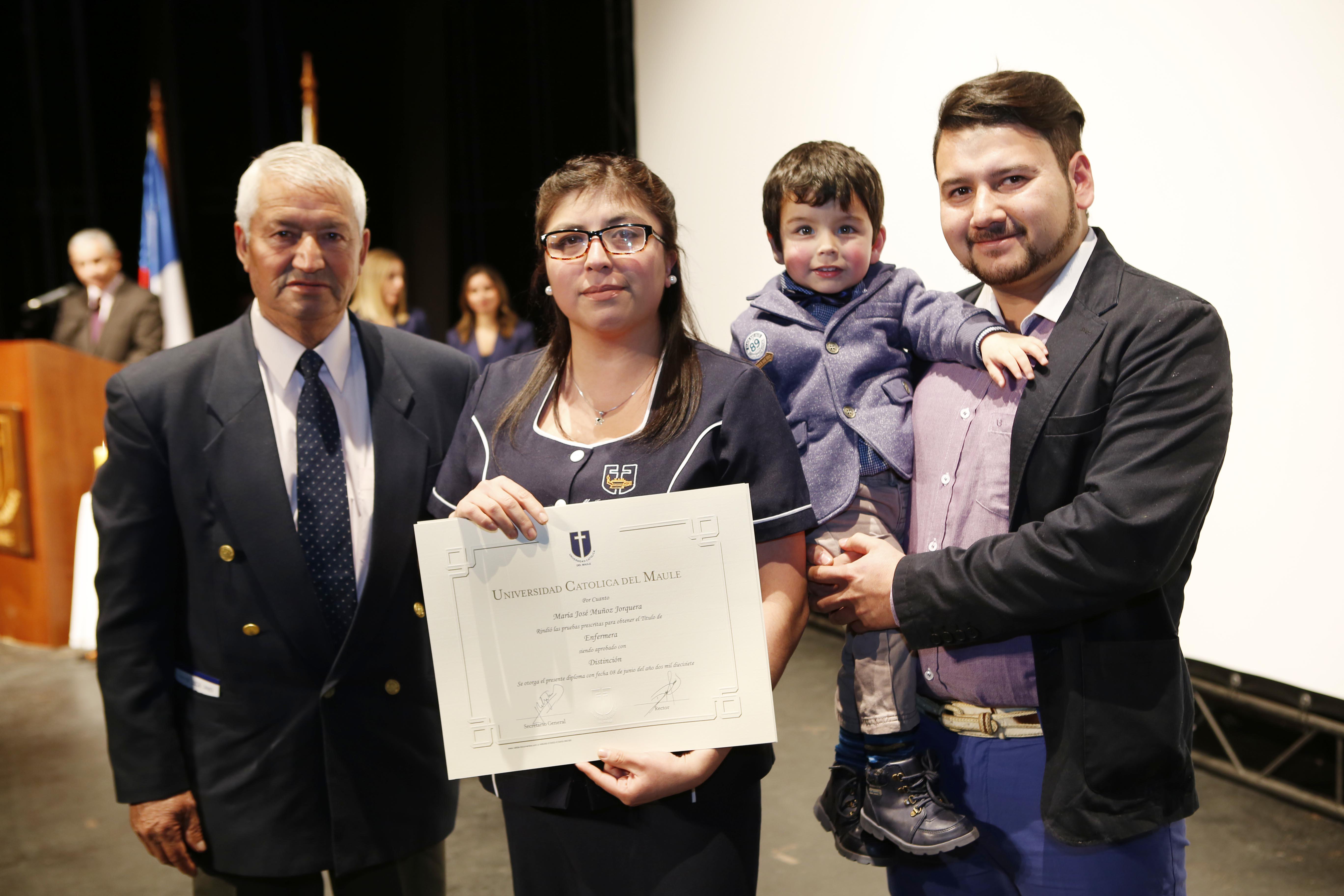 UCM tituló a más de 100 enfermeros en Talca y Curicó - Universidad ...