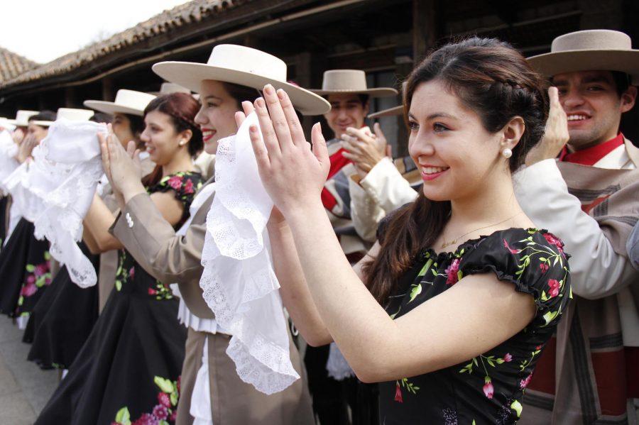 Agrupación Tierra Linda de la UCM se presenta en Noches del Folclor del TRM